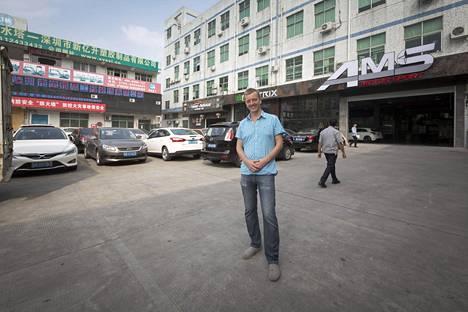 Shenzhenin keskusta on täynnä säihkyviä pilvenpiirtäjiä, mutta e-Villen varaston ympäristöstä ei prameita lasiseiniä löydy.