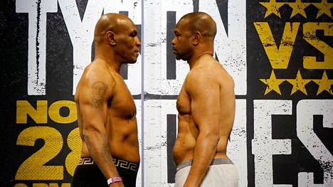 Mike Tyson (vas.) ja Roy Jones Jr. kohtasivat Los Angelesissa.