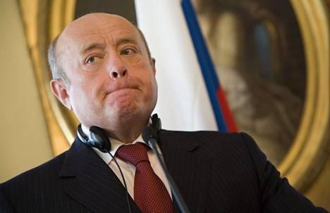 Venäjän ulkomaantiedustelupalvelun (SVR) entinen johtaja Mihail Fradkov johtaa nykyisin Risi-instituuttia. Fradkov toimi pääministerinä 2004–2007 ja tapasi muun muassa silloisen Suomen pääministerin Matti Vanhasen toukokuussa 2007 Helsingissä.