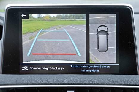 Peruutuskamera: Kahdeksantuumainen kosketusnäyttö on vakiovaruste ja kommunikoi myös suomenkielellä.