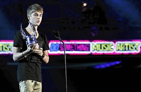 Justin Bieber palkittiin Do Something -gaalassa musiikillisista ansioistaan.