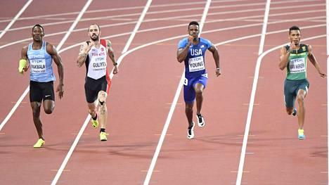 Isaac Makwala (vas.), Ramil Gulijev, Isiah Young ja Wayde van Niekerk taistelivat kultamitalista 200 metrin MM-finaalissa. Pisimmän korren veti Turkkia edustava Gulijev.