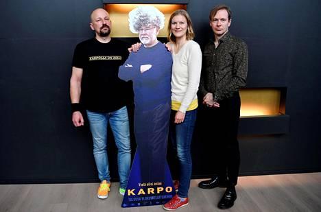 Sampo Karpo (vas.), tuottaja Liisa Karpo ja ohjaaja Ari Matikainen Karpo-elokuvan lehdistötilaisuudessa Helsingissä 16. syyskuuta.