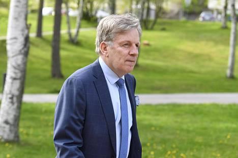 Entinen pääministeri Esko Aho puhui koronakriisin talousvaikutuksista.