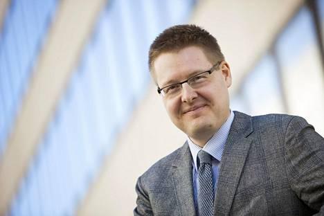 EK:n johtava ekonomisti Sami Pakarinen sanoo, että toinen aalto olisi kuin märkä rätti vasten kasvoja.