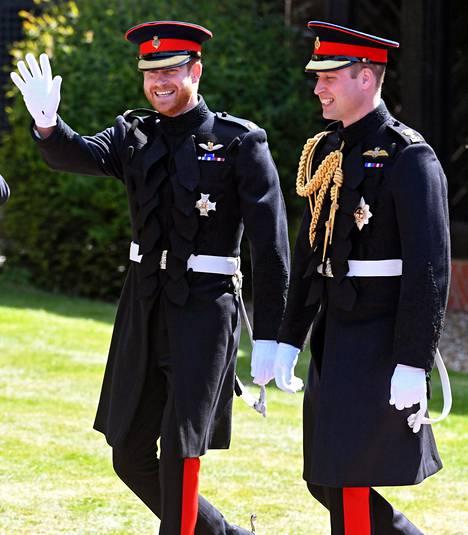 Harry ja William päivänä, jolloin Harry ja Meghan astuivat avioon.
