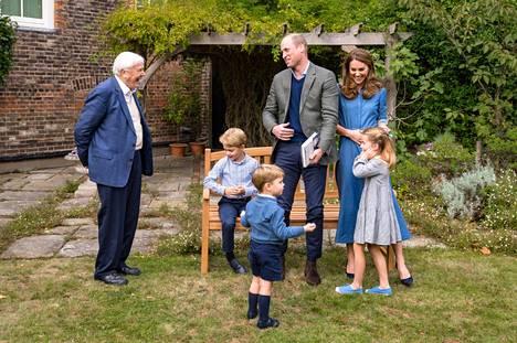 Prinssi George pääsi kuluvana vuonna tapaamaan luontodokumentaristi David Attenboroughin, josta prinssi riemastui silminnähden.