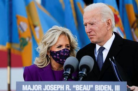 Paikalla tilaisuudessa oli myös Yhdysvaltain ensimmäisen naisen saappaisiin keskiviikkona astuva Jill Biden.