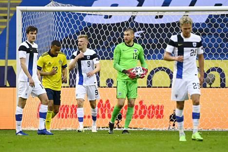 Jesse Joronen oli Suomen maalivahtina EM-leirityksen aikana pelatussa harjoitusottelussa Ruotsia vastaan.