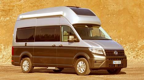 Vokswagenin 600-mallin kattokyttyrä iskee silmään, samoin valkoinen markiisi silloin, kun korin yläosa ei ole valkoinen. Kyttyrän etuosassa oleva musta alue on aurinkopaneeli.