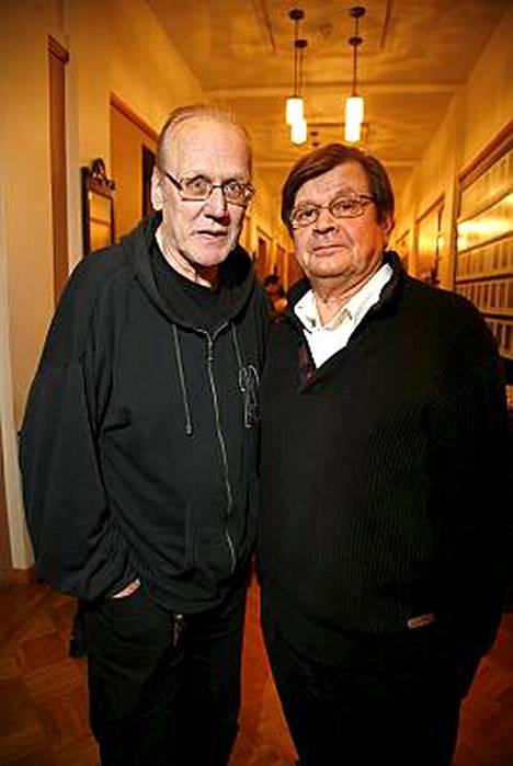 Heikki Nousiainen on hullu kuningas ja Heikki Kinnunen hänen lääkärinsä. -Olemme tunteneet 40 vuotta ja olimme samaan aikaan teatterikoulussa. Nyt vasta päästiin yhdessä näyttelemään, tuumivat Heikit.