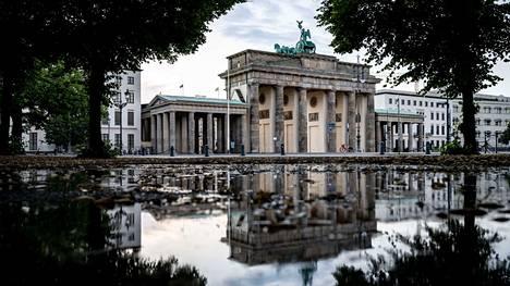 Berliini on huolissaan deltamuunnoksen leviämisestä suurissa mielenosoituksissa.