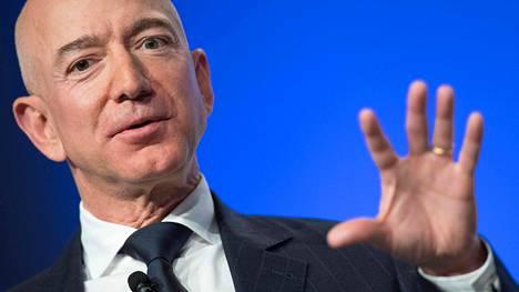 Amazon-yrityksen perustaja Jeff Bezos on jo löytänyt rinnalleen uuden rakkaan.