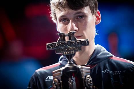 Joona Sotala voitti ensimmäisenä ei-korealaisena pelaajana StarCraftin maailmanmestaruuden.