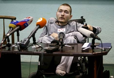 Valeri Spiridonov on ilmoittautunut vapaaehtoiseksi leikkaukseen, jonka onnistumisesta ei ole takeita.