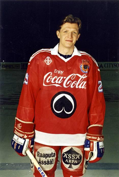 Rauli Raitanen pelasi SM-liigaa Porin Ässissä kymmenenä eri kautena vuosina 1987–98.