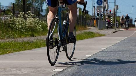 Pyöräilykaupungissa on herätty siihen, että pyöräilijöistä osa ajaa liian lujaa.