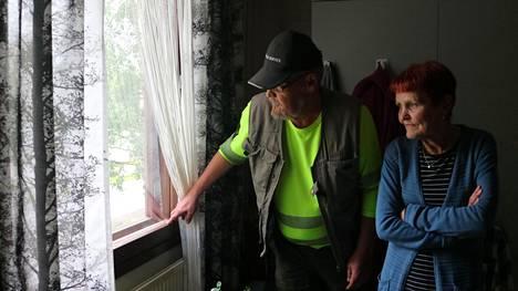 Irene Innasen ja Henry Keisun makuuhuoneen ikkuna on aivan räjähdyspaikan välittömässä läheisyydessä.