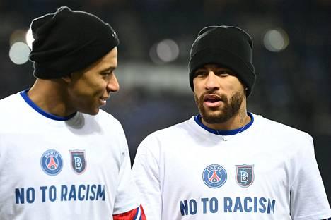 PSG:n tähtipelaajat Kylian Mbappe (vas.) ja Neymar tekivät kantansa selviksi ennen keskiviikkona jatkunutta ottelua.