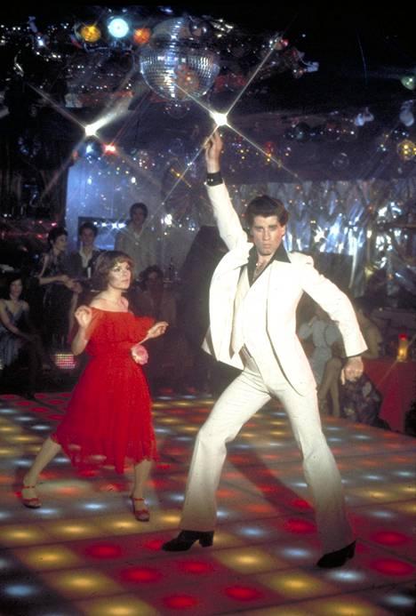 John Travoltan tanssiliikkeet ovat ikimuistoisia.