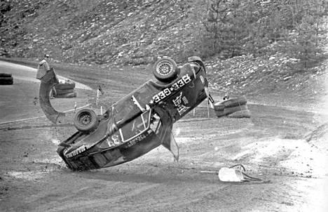 Matti Alamäen rajut pyörähdykset Porschellaan EM-rallicross-kisassa 1980.