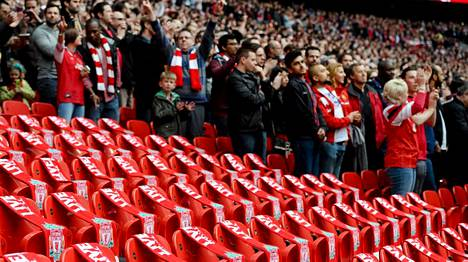 Myös lauantai-iltana pelatussa Arsenalin ja Wiganin FA-cupin välierässä muisteltiin myös Hillsboroughn onnettomuuden uhreja.
