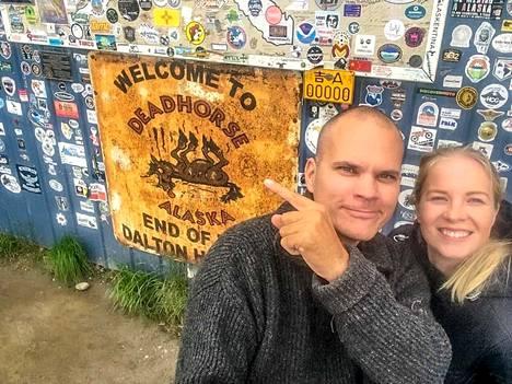 """Tomi ja Jasmin ovat kokeneita matkailijoita. """"Meillä on kummallakin niin monta paluuta takana, että mitään paluusokkia ei tule enää koettua."""""""