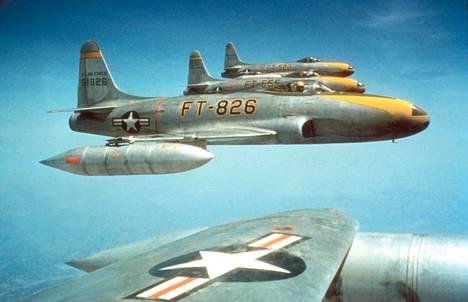 Yhdysvallat käytti Korean sodassa muun muassa F-80C-hävittäjiä.