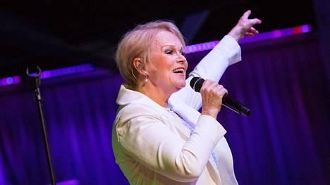 Katri Helenalle tulee tänä vuonna täyteen 55 vuotta esiintyvänä taiteilijana.