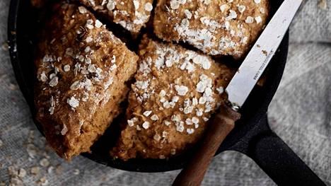 Pannullinen muhkeaa kauraleipää! Tämä helppo leipä kohoaa leivinjauheella.