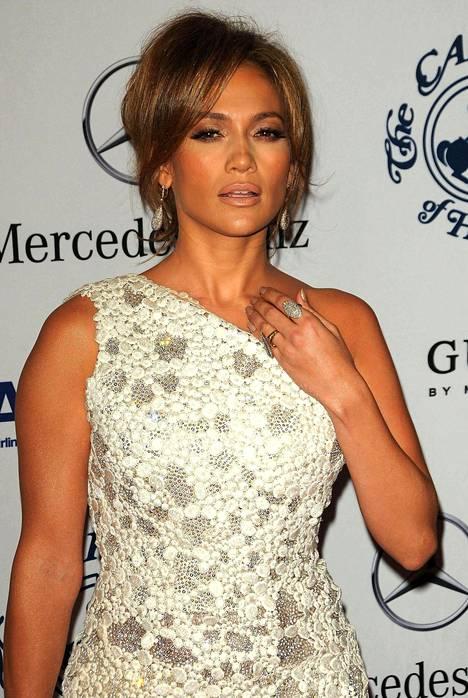 Jennifer Lopezin tyylinäyte punaiselta matolta vuodelta 2010.