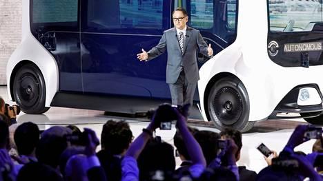 Pula muun muassa puolijohteista hidastaa autoteollisuuden tahtia. Kuvassa Akio Toyoda.