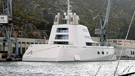 Venäläinen oligarkki Andrei Melnitshenko omistaa A-nimisen luksusjahdin.