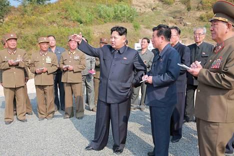 Kim Jong-un tutustui Rasonin erityistalousalueeseen Pohjois-Korean torstaina julkaisemassa kuvassa.