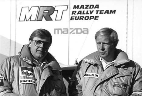 Timo Salonen (vas.) ja Hannu Mikkola olivat aikoinaan tallitovereina Mazdalla.