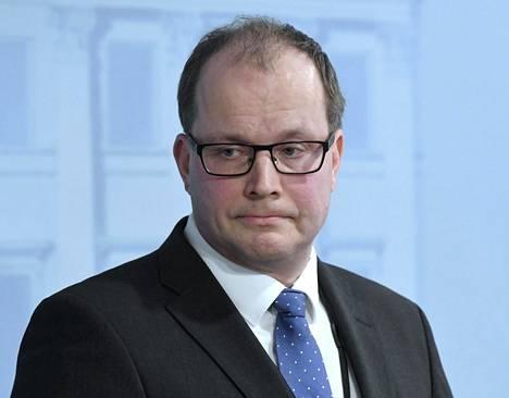 Huoltovarmuuskeskuksen toimitusjohtaja Tomi Lounema joutui irtisanoutumaan maskikohun takia.
