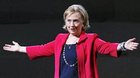 Hillary Clinton ilmoitti pohtivansa presidenttiehdokkuutta.