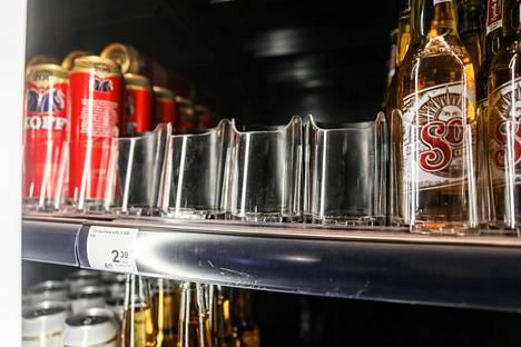 Kylmä Corona oli loppunut loppukeväällä kauppakeskus Triplan marketin hyllyltä Helsingissä.