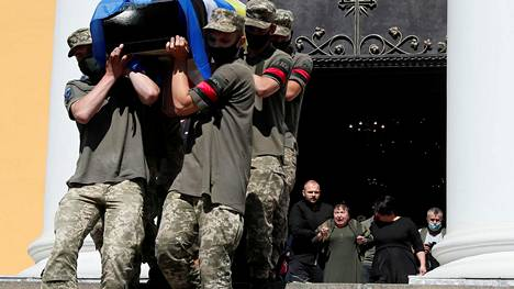 Taisteluissa kaatunut Ukrainan armeijan sotilas haudattiin Kiovassa 22. heinäkuuta.