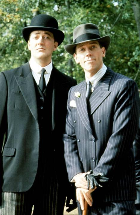 Stephen Fry ja Hugh Laurie olivat Kyllä Jeeves hoitaa -sarjan tähtiä.