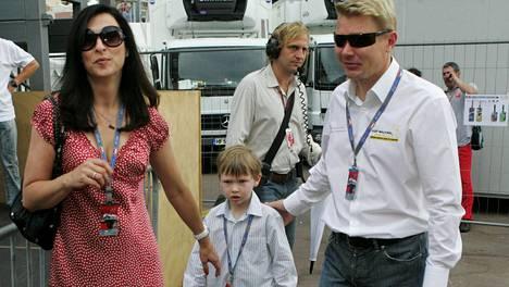 Erja, Mika ja Hugo Häkkinen Monacon F1-kisoissa vuonna 2007.