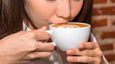 Ruusufinni näyttäisi olevan harvinaisempi naisilla, jotka juovat säännöllisesti kahvia.