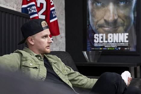 Henrik Koivisto pelasi SM-liigaa Jokereissa, Sportissa, Lukossa, Jukureissa, KooKoossa ja HIFK:ssa.