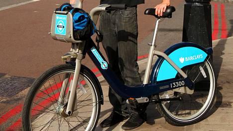 Kuvassa Lontoon kaupunkipyörä. Helsinkiin ostetut pyörät ovat idealtaan ja toiminnoiltaan samantyyppisiä.