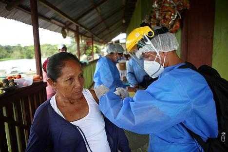 Perun väestöstä vasta noin viisi prosenttia on saanut ensimmäisen rokoteannoksen.