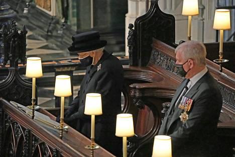 Kuningatar jätti lauantaina jäähyväiset aviomiehelleen prinssi Philipille Windsorin linnan Pyhän Yrjön kappelissa järjestetyissä hautajaisissa.
