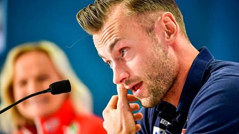 Petter Northug itki kertoessaan medialle uransa olevan ohi. Muutamassa vuodessa tapahtunut tason lasku on hämmästyttänyt koko maailmaa.