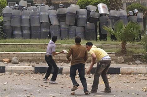 Yli 300 kasvattajaa otti yhteen poliisin kanssa Kairossa.
