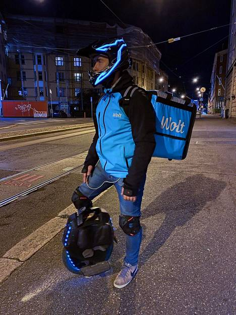 Virolainen huippulähetti Timur Fearless työskentelee Helsingissä Kampin kaupunginosassa.
