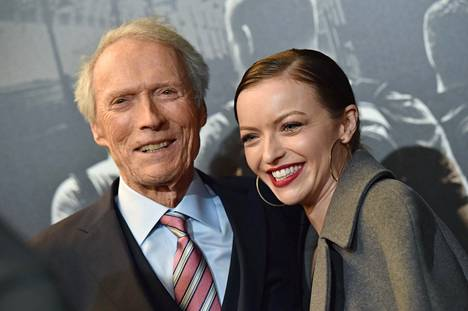 Clint Eastwood yhdessä tyttärensä Francesca Eastwoodin kanssa. Francescan äiti on näyttelijä Frances Fisher.